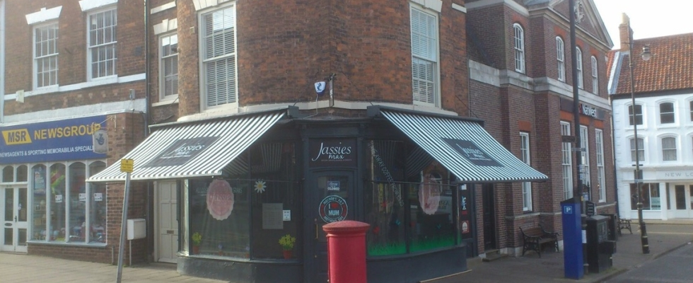 Jassies Max – Shop Front Awning – Conservation Area Louth